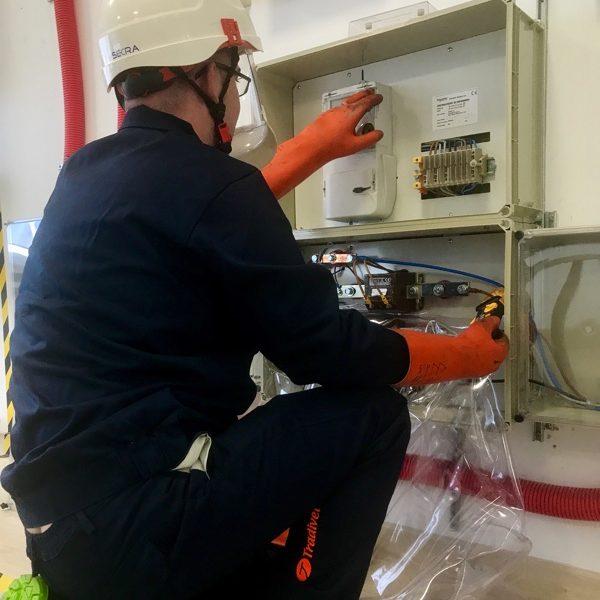 Lectura, sustitución y mantenimiento de equipos de medida y sus periféricos.